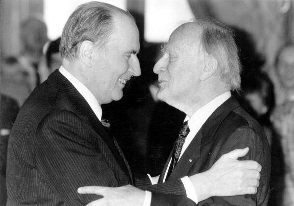 Two People「Yehudi And Mitterrand」:写真・画像(19)[壁紙.com]
