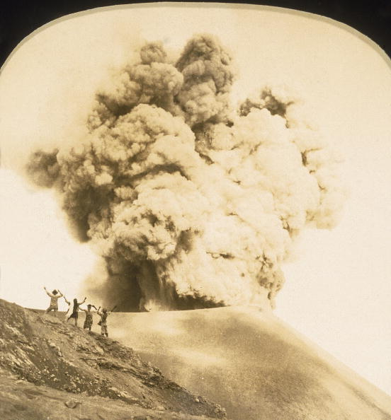Human Arm「Watching A Volcano」:写真・画像(6)[壁紙.com]