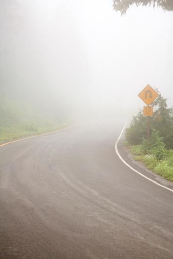 Hairpin Curve「Foggy road, Mount Rainier National Park, Washington, USA」:スマホ壁紙(1)