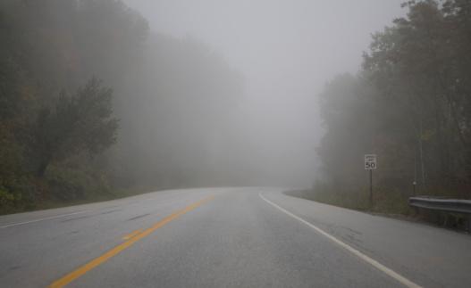 Road Marking「foggy road in countryside」:スマホ壁紙(10)