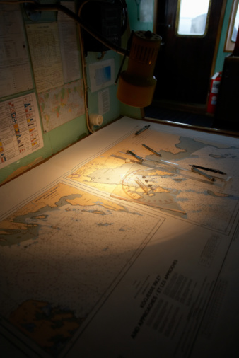 Passenger Cabin「Maps and charts on table inside ship」:スマホ壁紙(18)