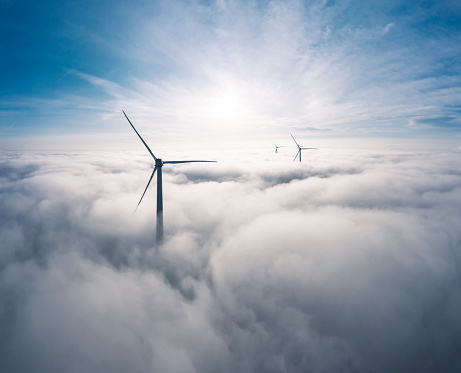 Power Equipment「Germany, Aerial view of wind turbines shrouded in clouds at sunrise」:スマホ壁紙(18)