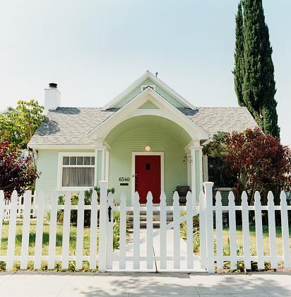 Fence「White Picket Fence Before House」:スマホ壁紙(19)