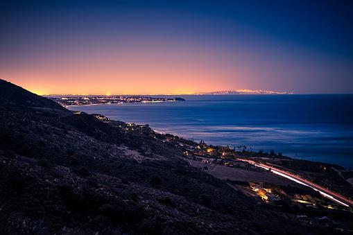 コースト山脈「夜レオ Carrillo の上の丘から太平洋の海岸線。」:スマホ壁紙(16)