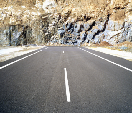Rock Face「Road ending at rugged rockface」:スマホ壁紙(9)