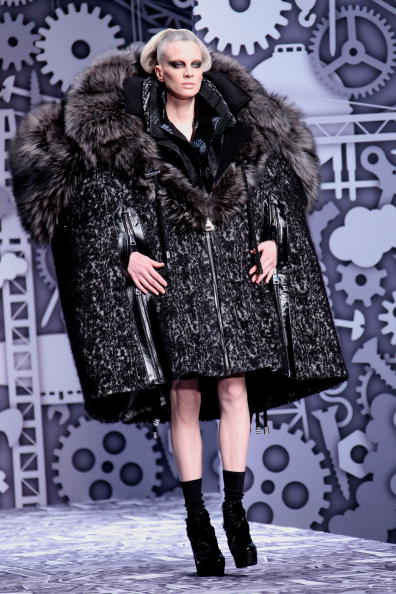 Julien M「Viktor & Rolf - PFW - Ready To Wear - Fall/Winter 2011 - Show」:写真・画像(7)[壁紙.com]