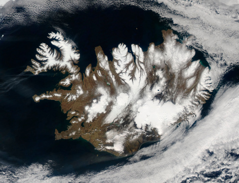 クリチェフスコイ火山「May 20, 2012 - Satellite view of Iceland encircled by a halo of clouds in late springtime.」:スマホ壁紙(3)