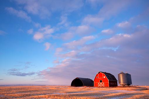 Saskatchewan「Winter Scene  Red Barn Saskatchewan Prairie Canada」:スマホ壁紙(14)