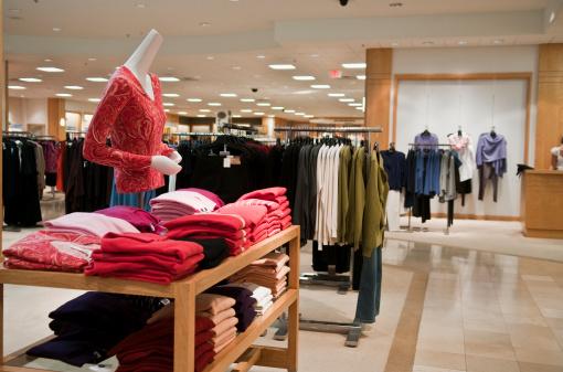 Retail「Empty woman's clothing store.」:スマホ壁紙(1)