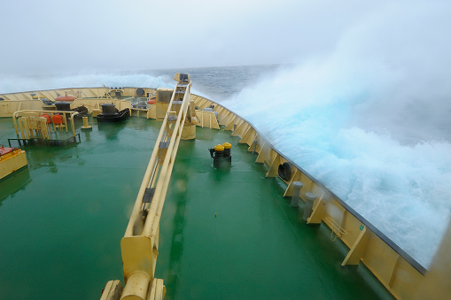 Pack Ice「Icebreaker in rough seas at the way to Ushuaia」:スマホ壁紙(7)