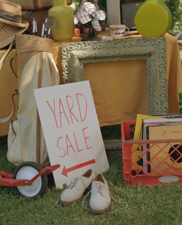 Inexpensive「Yard sale」:スマホ壁紙(1)