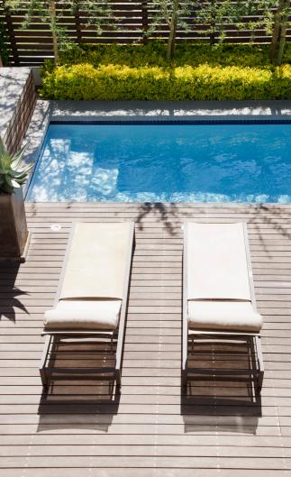 Deck Chair「Modern lounge chairs next to swimming pool」:スマホ壁紙(1)