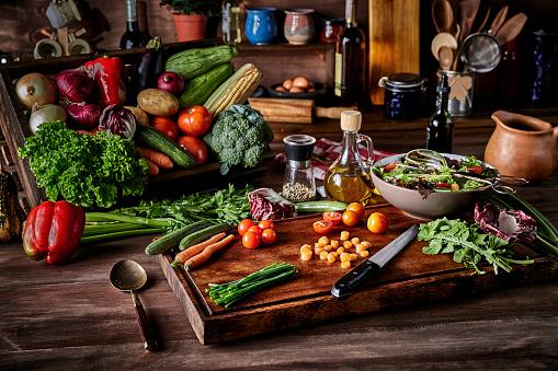 Salad Bowl「Vegan salad making in rustic kitchen with assorted organic vegetables. Natural lighting」:スマホ壁紙(11)