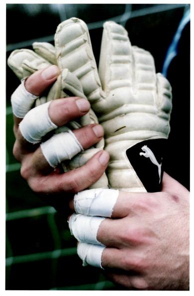 Close-up「David Seaman's Hands」:写真・画像(15)[壁紙.com]