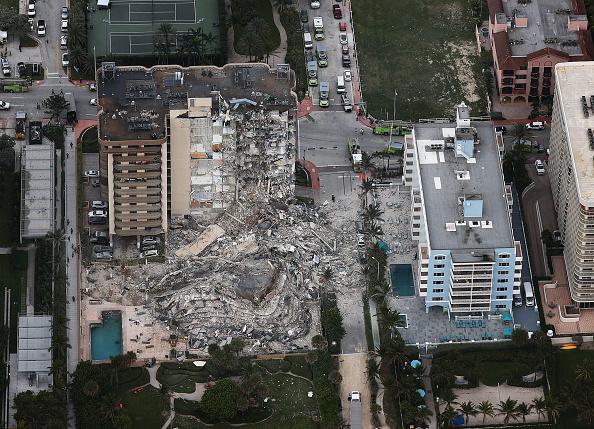高層ビル「Residential Building In Miami Partially Collapsed」:写真・画像(17)[壁紙.com]