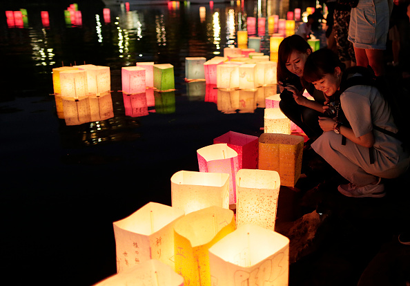 Floating Candle「Hiroshima Marks the 71st Anniversary of Atomic Bombing」:写真・画像(4)[壁紙.com]