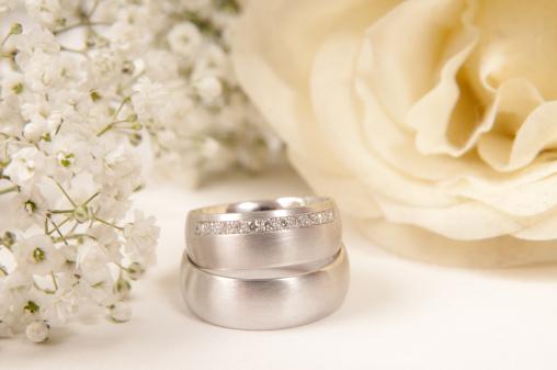Wedding Invitation「white rose, wedding ring and gypsophila」:スマホ壁紙(16)