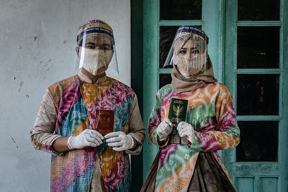 Bride「Indonesians Gather For A Mass Weddings Amid The Coronavirus Pandemic」:写真・画像(8)[壁紙.com]