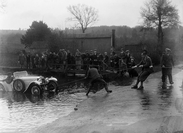 Misfortune「1935 Frazer-Nash TT replica being pulled out of a ford during a motoring trial, 1936」:写真・画像(2)[壁紙.com]