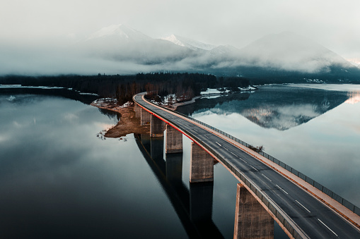 Standing Water「Bridge over lake in Germany」:スマホ壁紙(2)