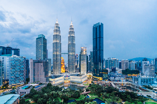 Malaysia「Kuala Lumpur Skyline with Petronas Towers at sunset」:スマホ壁紙(18)