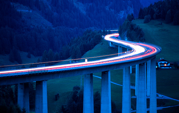 Light Trail「The Brenner Highway at dawn. This is the most important road over the Central Alps. It connects Austria's Tyrol region with Southern Tyrol region in Italy and requires a toll-charge.」:写真・画像(10)[壁紙.com]