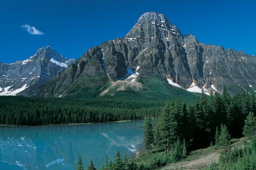 ケフレン山「Mount Chephren in the Ice fields Parkway, Canadian Rockies, Canada」:スマホ壁紙(10)