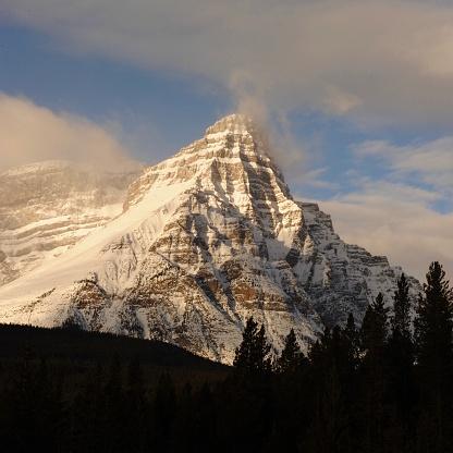 ケフレン山「Mount Chephren at dawn, Banff National Park」:スマホ壁紙(3)
