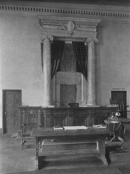 Bench「Magistrates' Desk In The Court Room, Third District Court, New York City, 1924」:写真・画像(17)[壁紙.com]