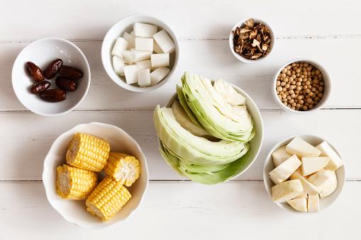 Celeriac「Bowls of ingredients of Chinese vegetable stock」:スマホ壁紙(19)