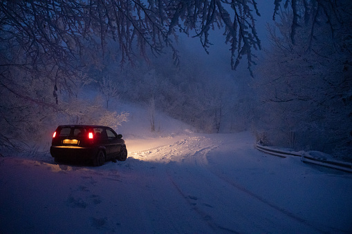 Snowdrift「Driver's POV driving on snow covered road at night, first snow falling. Road illuminated by the headlights and the stoplights of the front car.」:スマホ壁紙(17)