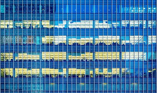 Unrecognizable Person「office windows in the night」:スマホ壁紙(12)