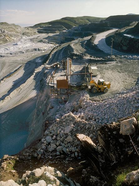 Open-pit Mine「Rio Tinto talc mine. Talc de Luzenac, France.」:写真・画像(7)[壁紙.com]