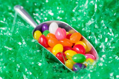 Gummi candy「Scoop of Jellybeans on Artificial Grass」:スマホ壁紙(9)