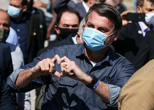 President of Brazil「Bolsonaro Visit to Barreiros Bridge Amidst The Coronavirus (COVID - 19) Pandemic」:写真・画像(14)[壁紙.com]