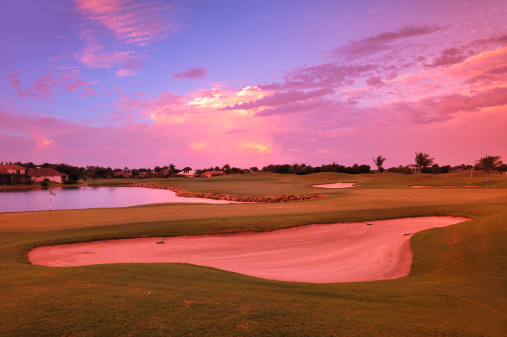 Sand Trap「Sunrise view of a resort on a golf course in Florida.」:スマホ壁紙(7)