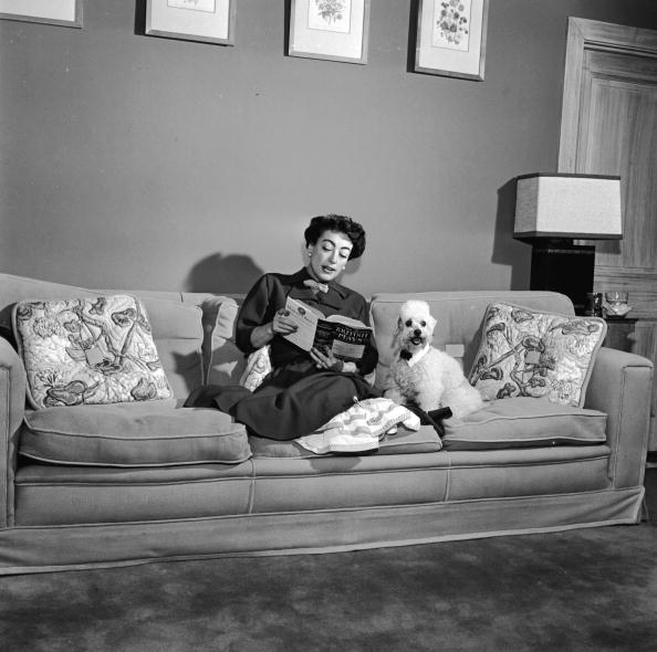 One Woman Only「Joan Crawford Reads To Her Poodle 」:写真・画像(7)[壁紙.com]