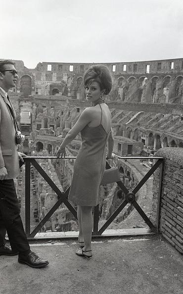Visit「American actress Raquel Welch visiting the Colosseum, Rome 1966」:写真・画像(15)[壁紙.com]