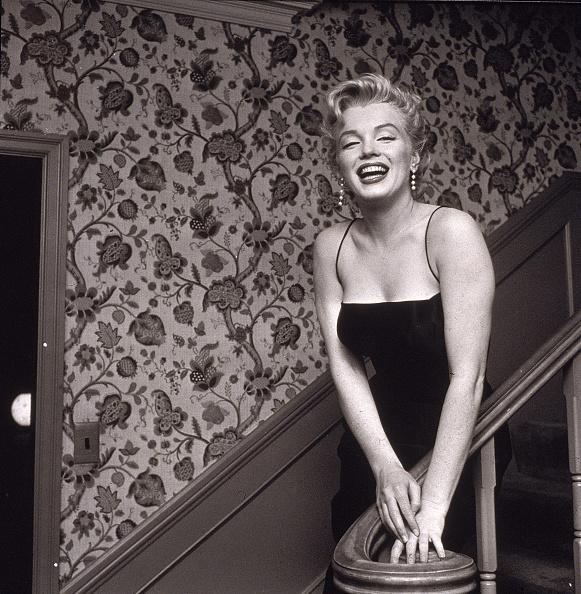 Cocktail Dress「Marilyn Monroe On Staircase」:写真・画像(10)[壁紙.com]