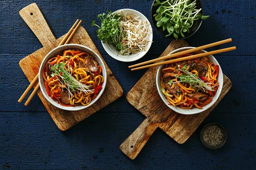 Chopsticks「Bowls with chow mein」:スマホ壁紙(8)
