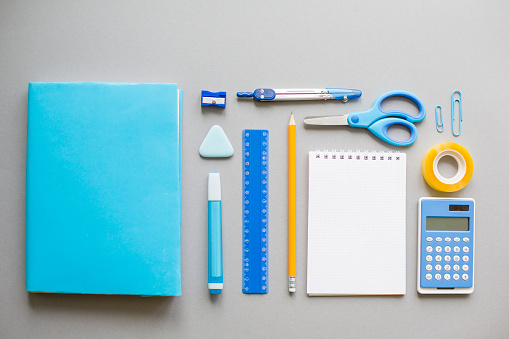 Knolling - Concept「Blue school supplies on grey background」:スマホ壁紙(2)