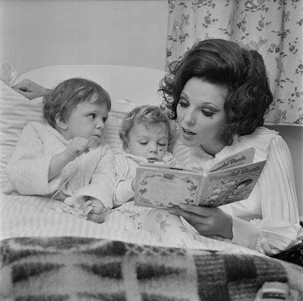 Picture Book「Joan Collins」:写真・画像(14)[壁紙.com]