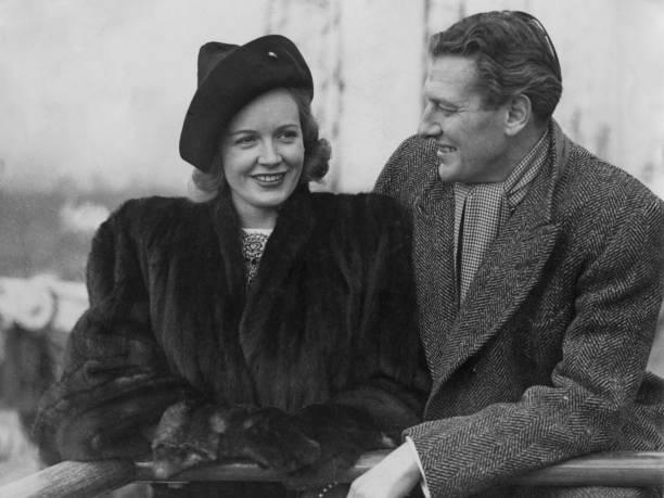 Fur Coat「Phyllis Calvert And Peter Murray-Hill」:写真・画像(3)[壁紙.com]