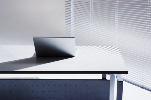 Laptop「Laptop on office desk」:スマホ壁紙(14)