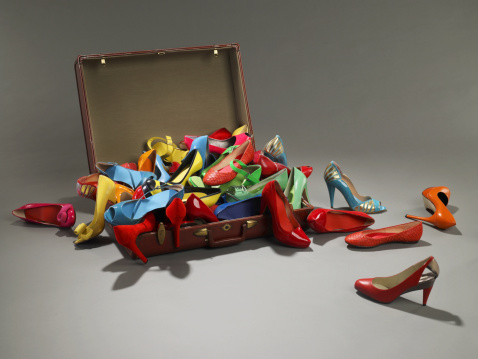 Girly「Shoes overflow from suitcase」:スマホ壁紙(10)