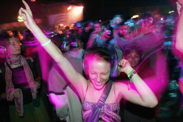 Dancing「Glastonbury Music Festival 2005 - Day 1」:写真・画像(11)[壁紙.com]