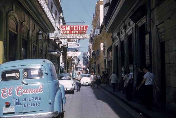 1950-1959「Parked Cars On Narrow Street in Havana, Cuba, 1950s. 」:写真・画像(16)[壁紙.com]