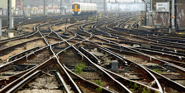 Railroad Track「Unions Threaten Strike As Network Rail Slashes 2,000 Jobs」:写真・画像(1)[壁紙.com]