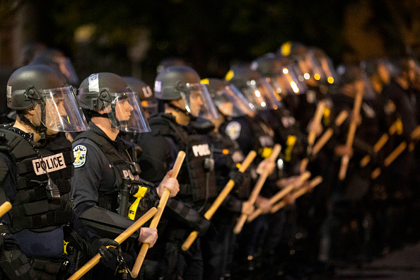 Police Force「Protests Continue In Louisville Over Deaths In Recent Police Shootings」:写真・画像(14)[壁紙.com]