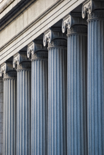 Politics「Concrete columns on building」:スマホ壁紙(7)